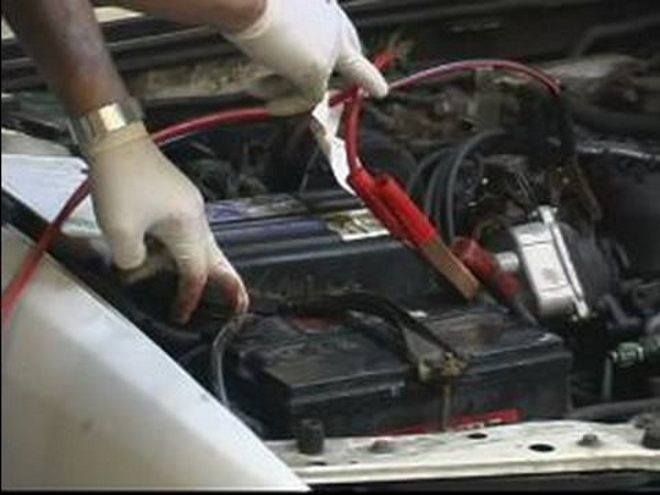 Come Usare I Cavi Della Batteria Per L Auto In Panne