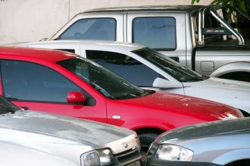 auto parcheggiate in un autonoleggio